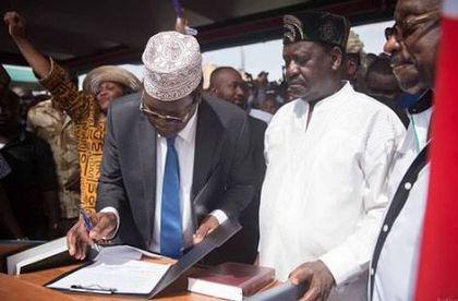 Immigration sends Miguna Kenyan citizenship forms at JKIA