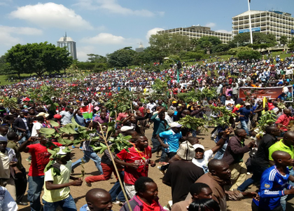 Kenyan opposition defiantly swears in 'people's president' Raila Odinga