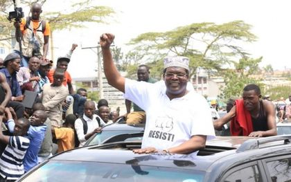 Drama at Nairobi airport as opposition leader resists deportation
