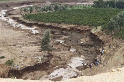 Kenya dam disaster: Rescuers searching for survivors